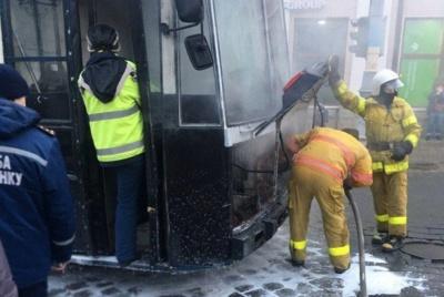 Чому загорівся тролейбус: у ЧТУ назвали причину займання