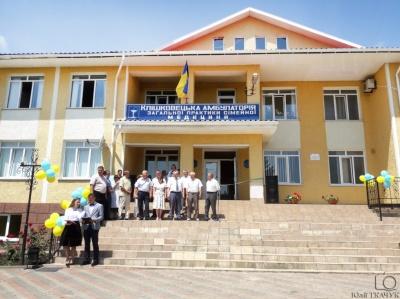 Гройсман похвалився амбулаторією на Буковині