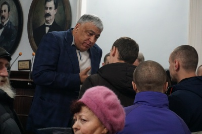 У Чернівцях понад 100 жителів влаштували пікет у приміщенні міської ради – фото