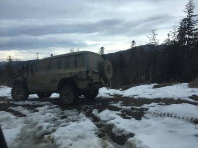 На Буковині прикордонники виявили позашляховик без номерів - фото