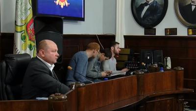 Чернівецька міськрада оголосила перерву в роботі сесії до понеділка