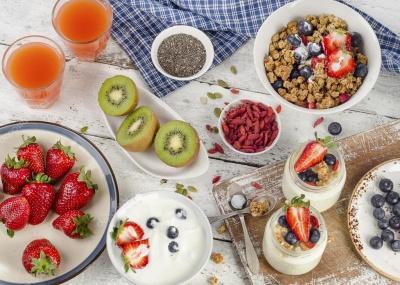 Більше фруктів і молочних продуктів: яким повинен бути здоровий сніданок