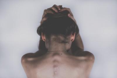 Як зняти напругу м'язів на шиї, щоб позбутися головного болю