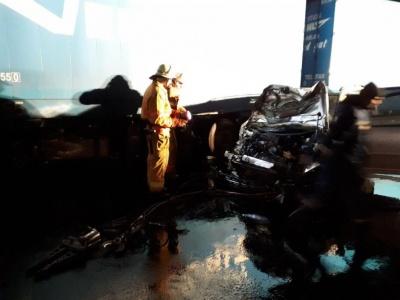 На трассе под Черновцами автомобиль столкнулся с фурой, есть жертвы