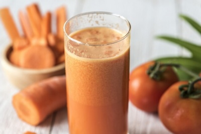 Навіщо додавати рослинну олію в морквяний сік