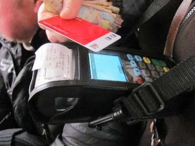 У Чернівцях через два дні після запуску е-квитка почали виходити з ладу валідатори
