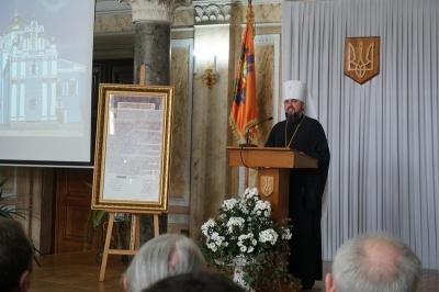 Глава ПЦУ Епіфаній привіз до Чернівців копію томосу - фото