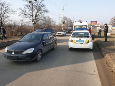 У Чернівцях легковик біля Калинки збив велосипедиста, постраждалого госпіталізували