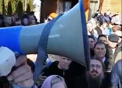 На Буковині віряни РПЦ перешкоджали журналістці, поліція розслідує інцидент