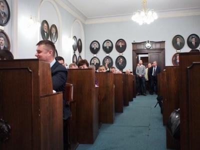 Чернівецька міськрада ліквідувала два департаменти