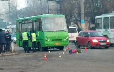 У Чернівцях водій маршрутки на «зебрі» збив пішохода - фото