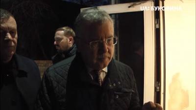 У Чернівцях Гриценко втік від журналістки після її запитання про його програму – відео