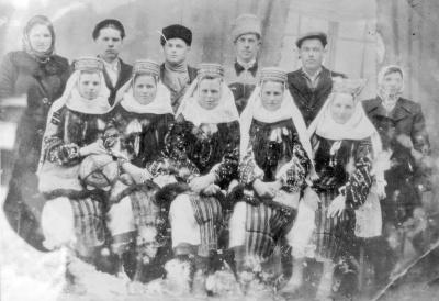 У мережі опублікували фото весілля на Буковині минулого століття