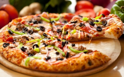 """""""Отрута для організму"""": чим небезпечна піца з ковбасою"""