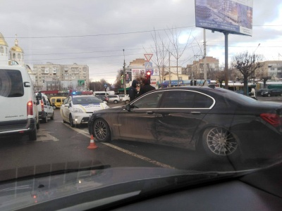 У Чернівцях на Воробкевича зіткнулися 4 автомобілі – фото