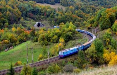 У «будинку з левами» думають про відновлення потяга «Чернівці–Ужгород»