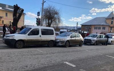 Потрійна ДТП: на Буковині зіткнулися автівки - фото