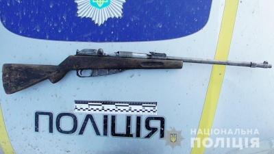 На Буковині поліцейські вилучили у 42-річного місцевого вогнепальну зброю