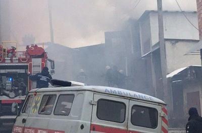 У Чернівцях спалахнув гараж: пожежу вдалось локалізувати - фото