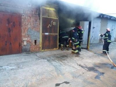 У Чернівцях за добу горіли три гаражі – фото