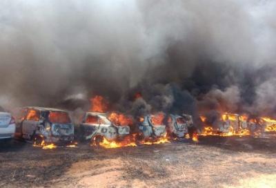 В Індії, під час авіасалону, на парковці згоріли майже 300 авто