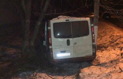 На Буковині поліцейські потрапили у ДТП: постраждалих доправили до лікарні - фото