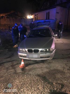 У Чернівцях п'яний водій «BMW» зніс електроопору - фото
