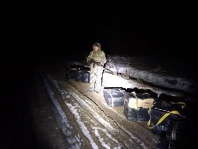 На Буковині затримали контрабандистів, які хотіли переправити до Румунії цигарки