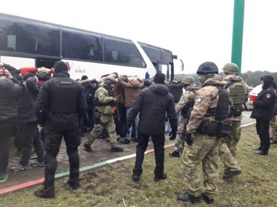 """Поліція: На в'їзді в Одесу затримали автобус з """"київськими тітушками"""""""