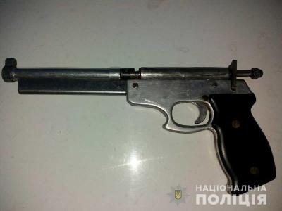 У 18-річного буковинця вилучили саморобну зброю: що загрожує юнаку