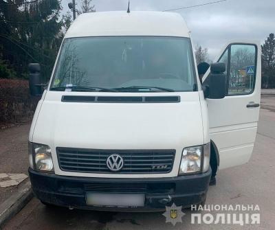 На Буковині водій намагався підкупити поліцейських: порушнику «світить» 4 роки тюрми