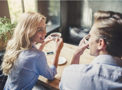 Три речі, на які звертають увагу чоловіки при знайомстві з жінкою