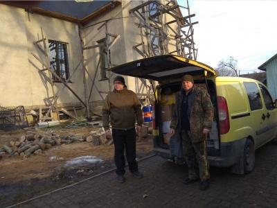 У Сторожинці волонтери відправили на Схід чергову гуманітарну допомогу - фото