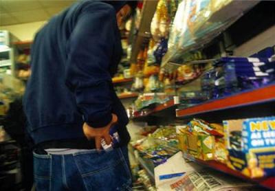У Чернівцях поліція затримала у супермаркеті крадія