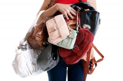 Чи повинен чоловік нести сумку своєї дами