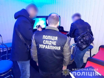 На Буковині поліція викрила 3 нелегальні гральні заклади - фото