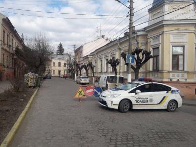 У центрі Чернівців перекрили дорогу через ремонтні роботи
