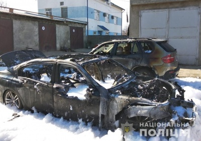 У Черніцях згоріли два автомобілі