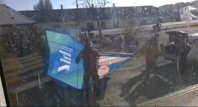 На Буковині невідомі особи вчинили напад на агітаційний намет «Батьківщини» – відео