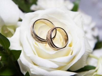 Дивні шлюби: в Україні 18-річні дівчата виходять заміж за 60-річних чоловіків