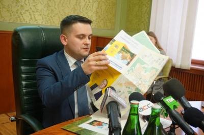 Павлюк у приміщенні ОДА презентував брошуру про розвиток регіону із зображенням нардепа Рибака – фото