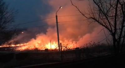 Масштабна пожежа: у Чернівцях в районі Старої Жучки загорілась суха трава