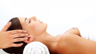 Знімає стрес та нормалізує сон: чим корисний масаж голови