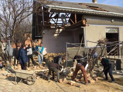 Буковинців просять допомогти сім'ї, яка постраждала через вибух газового котла