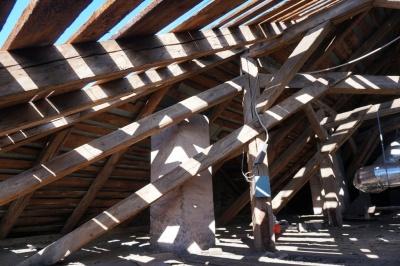 У Чернівцях сильний вітер зірвав дах філармонії – фото
