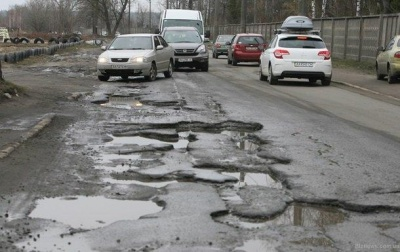Грошей мало: для ремонту доріг на Буковині передбачили 225 мільйонів