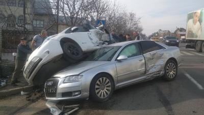 На автотрасі біля Чернівців сталася потрійна ДТП – фото