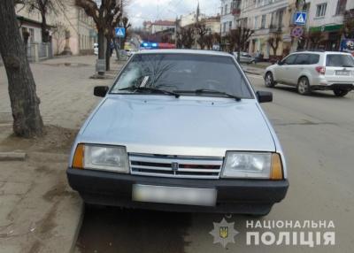 У Чернівцях «ВАЗ» на «зебрі» збив пішохода – фото