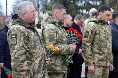 В Черновцах ко Дню добровольца почтили погибших участников АТО - фото