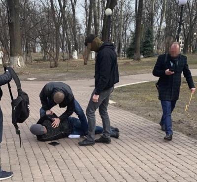 ЗМІ: СБУ викрила на хабарі у 30 тисяч доларів екс-радника Авакова